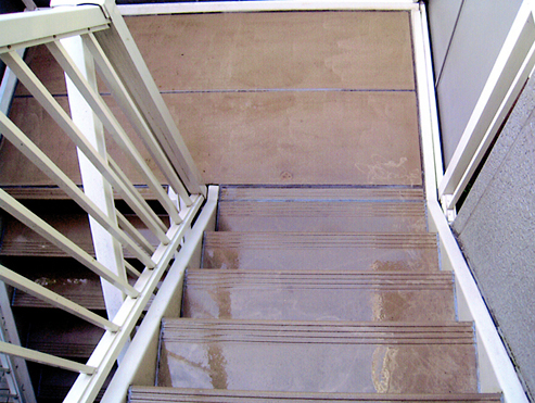 マンションの階段